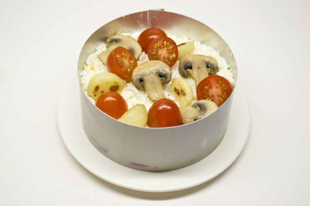 Салат сыр с чесноком и яйцом. Пошаговый рецепт с ...