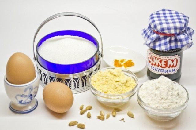 Ингредиенты для приготовления бисквитного рулета с кардамоном и джемом из голубики