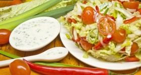 Салат из овощей с лимонно-луковой заправкой - Продукты и рецепты