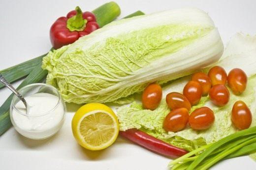 Ингредиенты для приготовления салата из овощей с лимонно-луковой заправкой