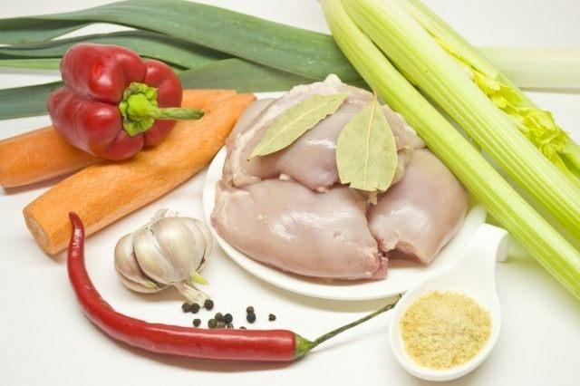 Ингредиенты для приготовления заливного из курицы.
