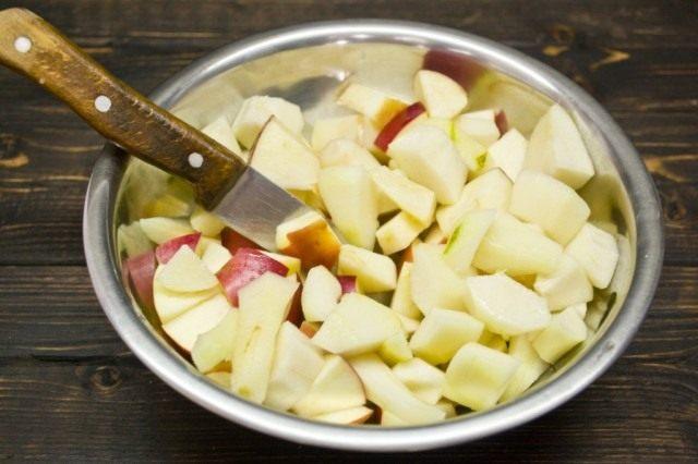 Нарезаем фрукты кубиками