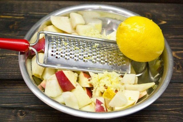Добавляем цедру и сок лимона
