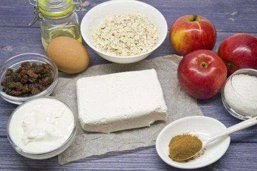 Ингредиенты для приготовления сырников с овсяными хлопьями и яблоками