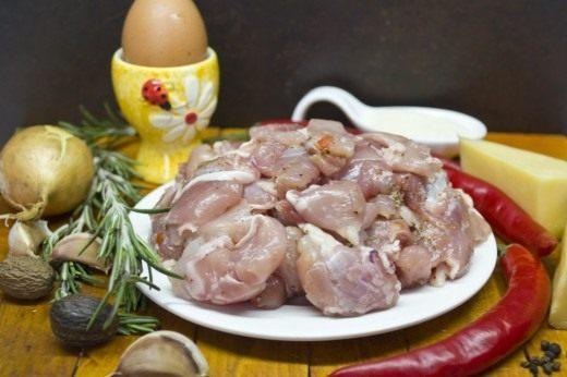 Ингредиенты для варёной колбасы из индейки с розмарином и сыром