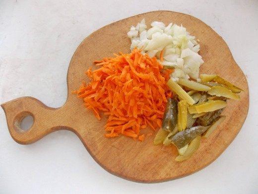Нарезаем овощи для зажарки
