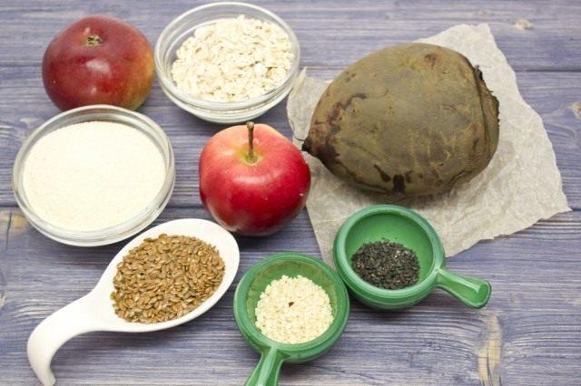 Ингредиенты для приготовления котлет из свёклы с яблоками и семенами льна