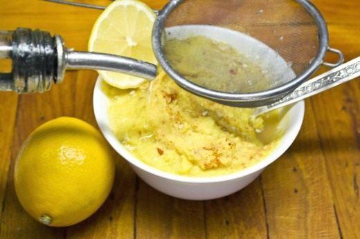 Добавляем лимонный сок