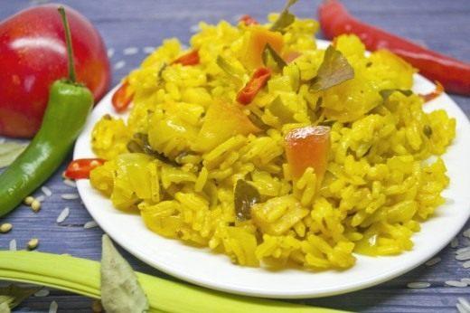 Вегетарианский рис карри с яблоками