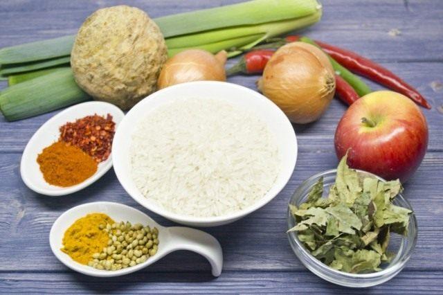 Ингредиенты для приготовления вегетарианского риса карри с яблоками