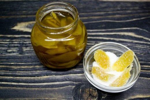 Из лепестков имбиря можно приготовить цукаты