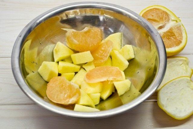 Очищаем грейпфрут