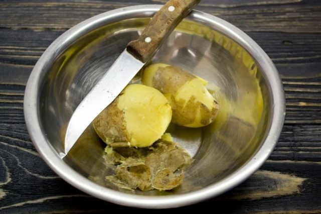 Отвариваем картофель в мундире