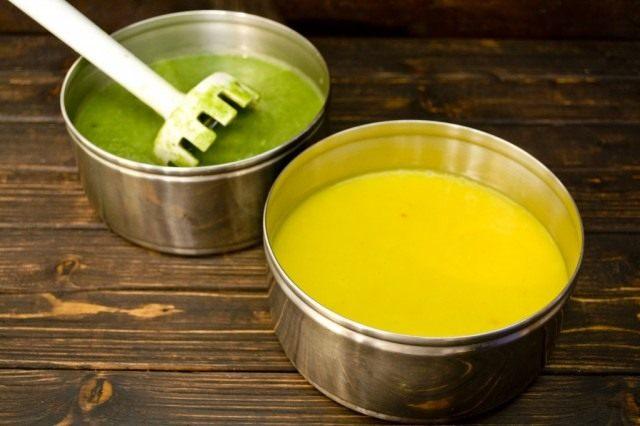 Измельчаем супы погружным блендером до состояния густого пюре