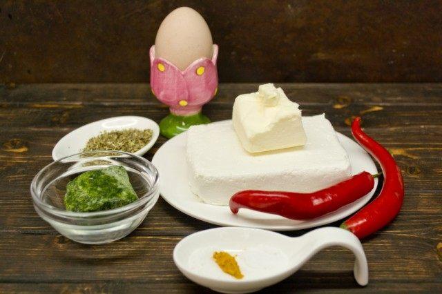 Ингредиенты для приготовления домашнего плавленного сыра с чили и шпинатом