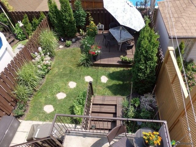 Сад у таунхауса с зоной отдыха
