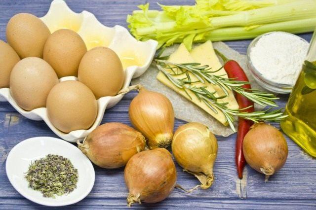 Ингредиенты для приготовления пирога с луком и яйцом