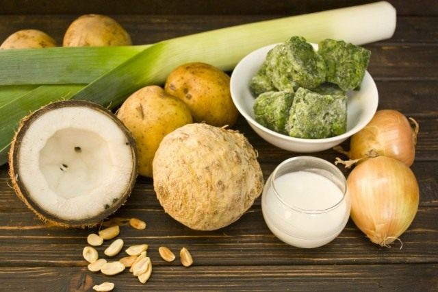 Ингредиенты для приготовления супа-пюре со шпинатом и кокосом