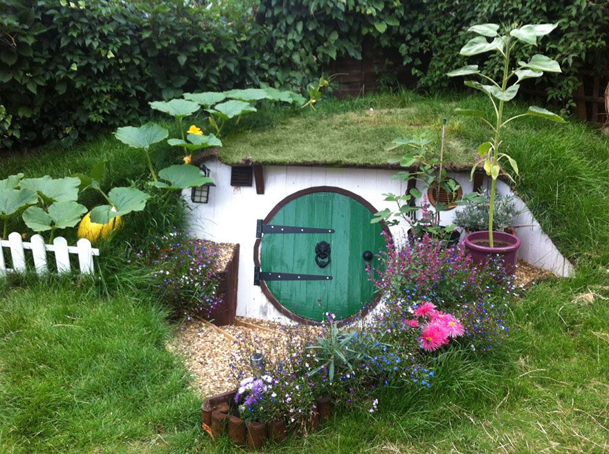 diy-hobbit-house-backyard-ashley-yeates-11