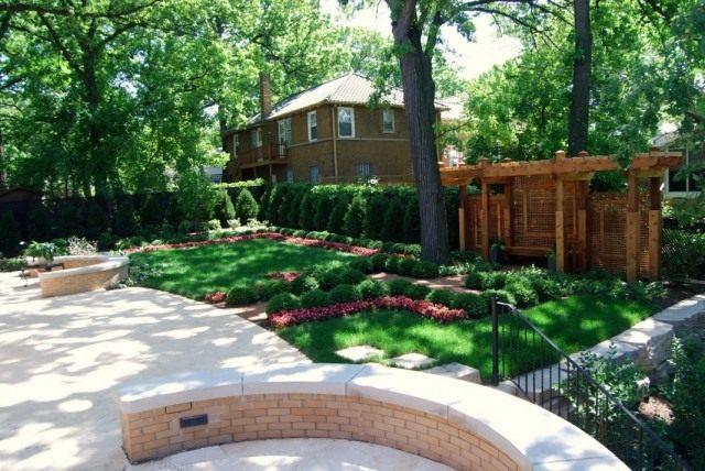 Функциональные зоны в саду обязательно отделяют одна от другой, обозначая переход