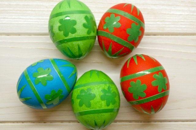 Окрашенные яйца просушиваем
