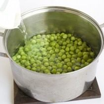 Отвариваем зелёный горошек