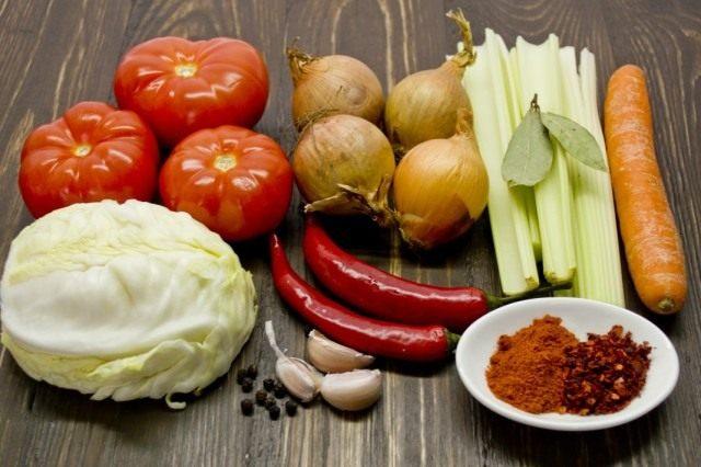Ингредиенты для приготовления заправки для супа на зиму «Дачная»