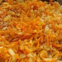 Обжаренная луково-морковная начинка для торта из печёночных блинов