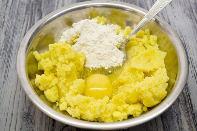 Готовим основу для картофельных зраз
