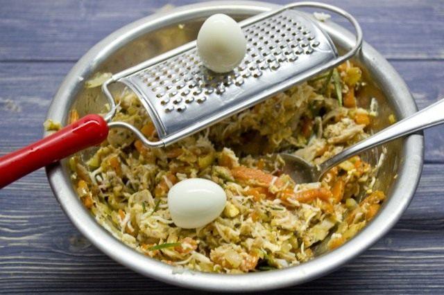 Натираем яйца