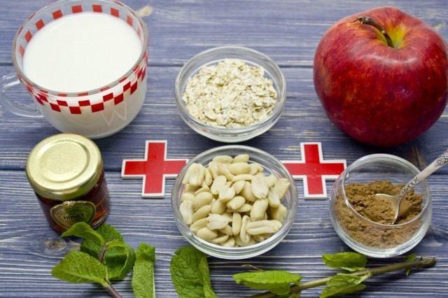 Ингредиенты для приготовления смузи с яблоком и геркулесом