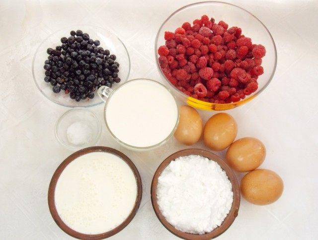 Ингредиенты для домашнего ягодно-сливочного мороженого