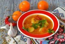 Суп с чечевицей, желтыми помидорами и молодой картошкой