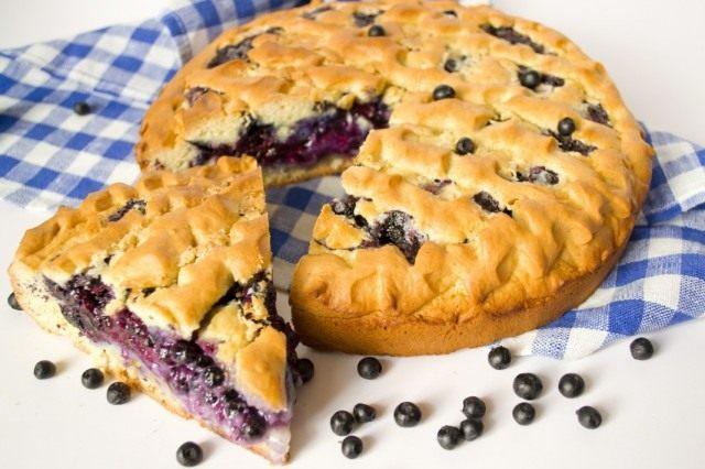 Черничный пирог нужно обязательно остудить перед подачей