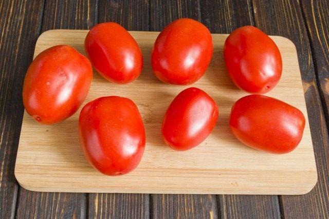 Моем и просушиваем помидоры