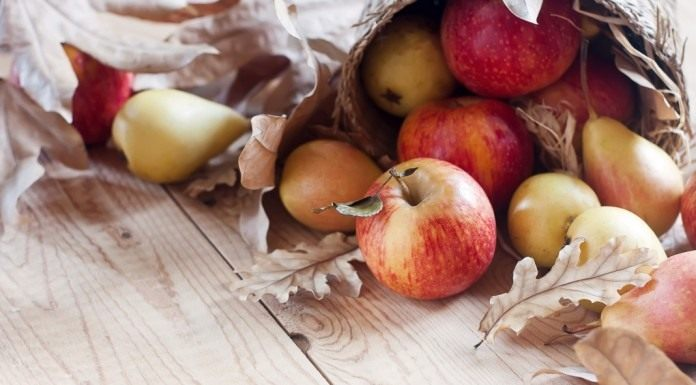 Яблоки и груши осеннего урожая