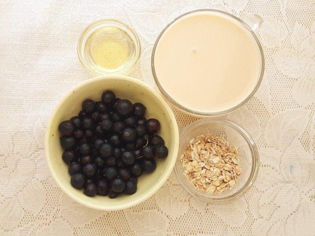 Ингредиенты для приготовления смузи из чёрной смородины