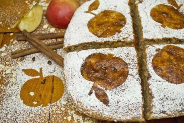 Творожная запеканка с яблоками и геркулесом