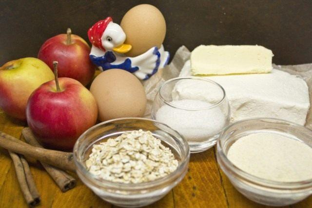 Ингредиенты для творожной запеканки с яблоками и геркулесом