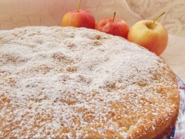 Присыпаем остывший пирог сахарной пудрой