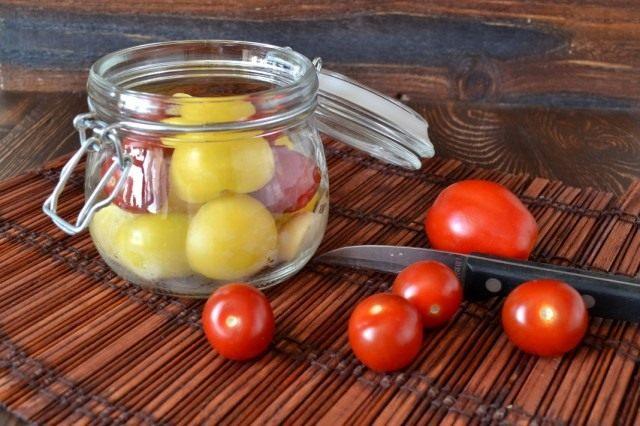 Добавляем помидоры черри