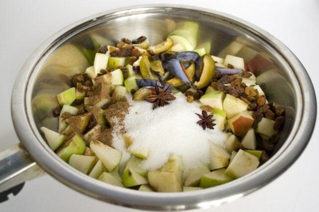 Тушим для начинки фрукты в сахаре