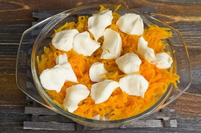 Добавляем плавленый сыр