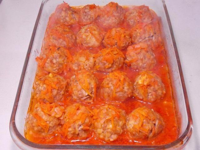 Запекаем тефтели в в томатной подливке