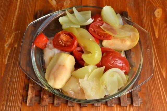 Распаренные овощи для зелёных перцев в яблочно-томатной заливке