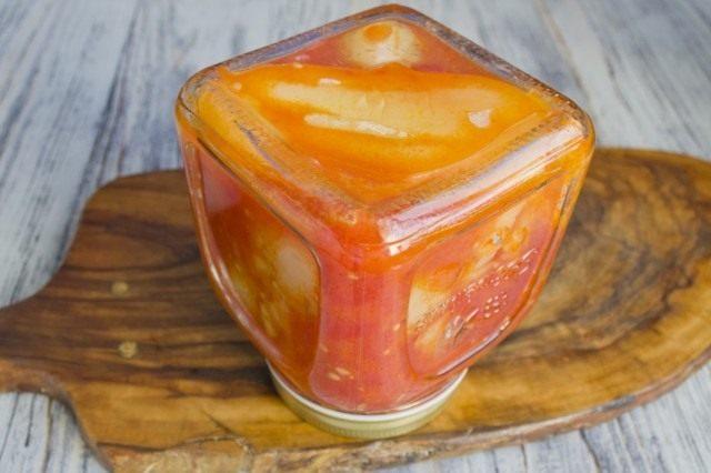 Стерилизуем банки с фаршированным перцем в томатном соусе
