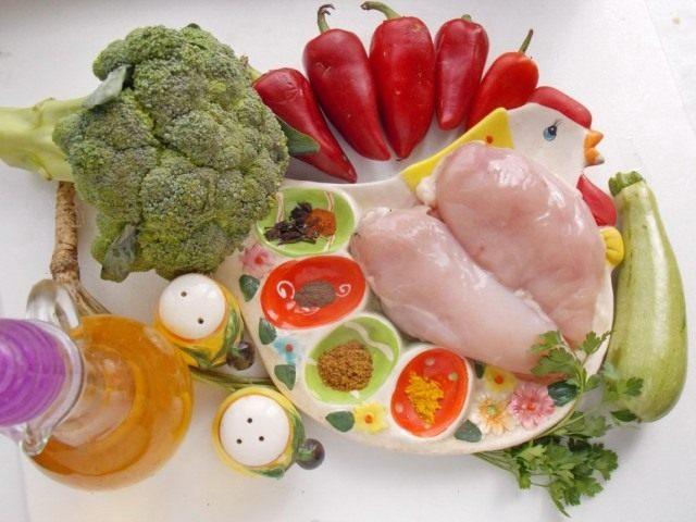 Ингредиенты для приготовления запечённых с овощами куриных грудок