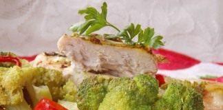 Куриные грудки, запечённые с овощами