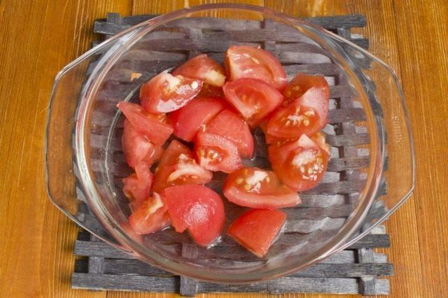 Обжариваем очищенные от кожицы помидоры