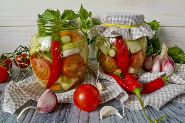 Салат из маринованных овощей с чили и мятой на зиму